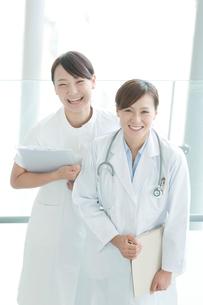 女医と看護師の写真素材 [FYI01947439]