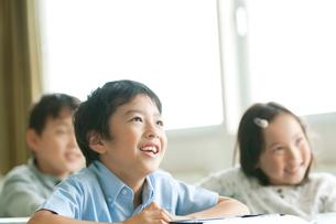 授業を受ける小学生の写真素材 [FYI01947679]