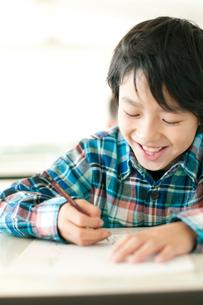 テストを受ける小学生の写真素材 [FYI01947733]