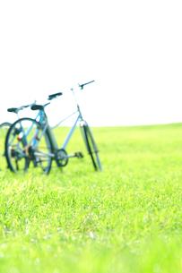 草原と自転車の写真素材 [FYI01947927]