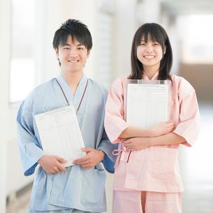 健康診断を受ける男性と女性の写真素材 [FYI01948875]