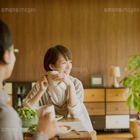 カップルの朝食風景の写真素材 [FYI01948928]