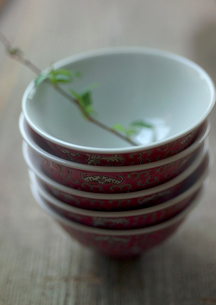 重ねられた中国茶の茶碗の写真素材 [FYI01949095]