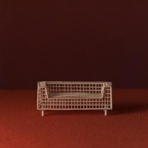 ソファのオブジェ赤と朱 クラフトの写真素材 [FYI01949335]