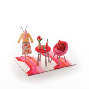 テーブルといすのミニチュアルーム クラフトの写真素材 [FYI01949652]