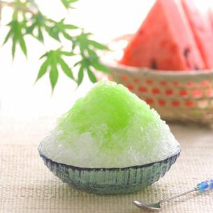 メロン味のかき氷とスイカの写真素材 [FYI01950074]