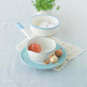 トマトと卵を使った食品イメージの写真素材 [FYI01950465]