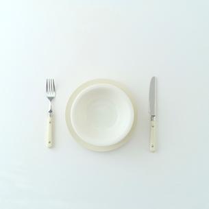 白いテーブルセットの写真素材 [FYI01950757]