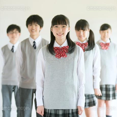 微笑む中学生の写真素材 [FYI01950940]
