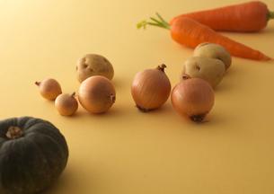 転がる野菜の写真素材 [FYI01951036]