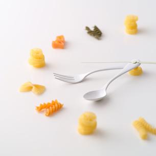 食材でできた時計の写真素材 [FYI01951472]