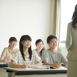 夏期講習を受ける学生の写真素材 [FYI01951486]