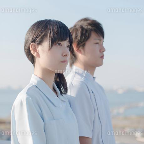 2人の看護師の横顔の写真素材 [FYI01952243]