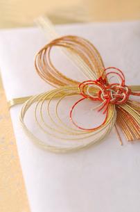 結婚祝いののし袋の写真素材 [FYI01952511]