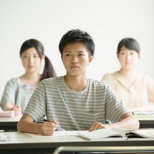 夏期講習を受ける学生の写真素材 [FYI01953112]