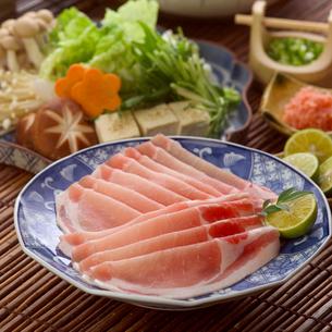 豚しゃぶの肉と具材の写真素材 [FYI01953117]