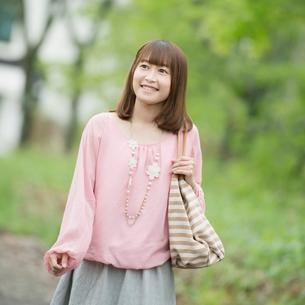微笑む女性の写真素材 [FYI01953392]