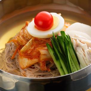 冷麺の写真素材 [FYI01954048]