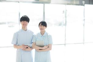微笑む看護師の写真素材 [FYI01954061]