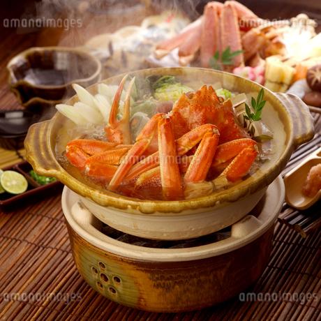湯気を立てるかに鍋の写真素材 [FYI01954101]