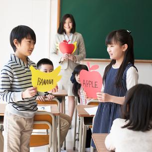 英語の授業風景の写真素材 [FYI01954230]