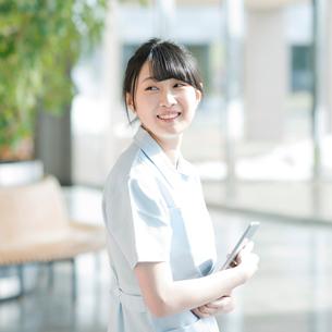 微笑む看護師の写真素材 [FYI01955197]