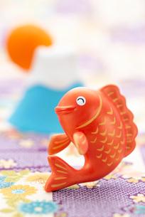 鯛と初日の出のクラフトのイラスト素材 [FYI01955598]
