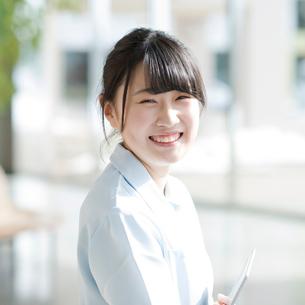 微笑む看護師の写真素材 [FYI01956433]
