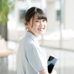 微笑む看護師の写真素材 [FYI01957122]