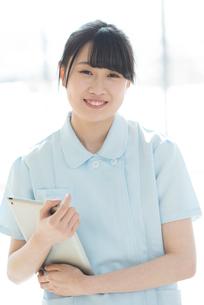 微笑む看護師の写真素材 [FYI01957513]