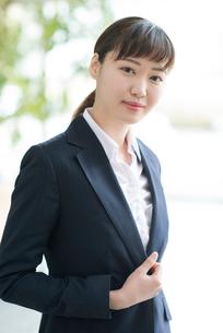微笑むビジネスウーマンの写真素材 [FYI01958108]