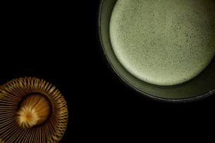 抹茶と茶せんの写真素材 [FYI01962122]