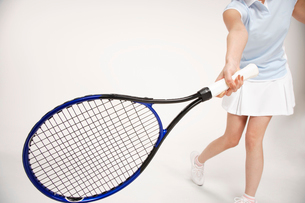 テニスをする女性の写真素材 [FYI01963490]