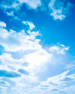 空と雲イメージの写真素材 [FYI01964338]
