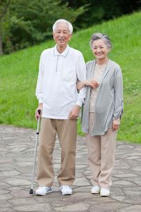 笑顔のシニア夫婦の写真素材 [FYI01966400]