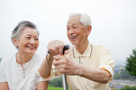 笑顔のシニア夫婦の写真素材 [FYI01966551]