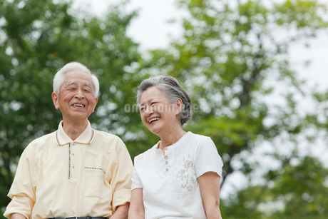 笑顔のシニア夫婦の写真素材 [FYI01967934]
