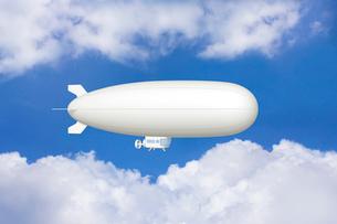 青空と飛行船 CGのイラスト素材 [FYI01968915]