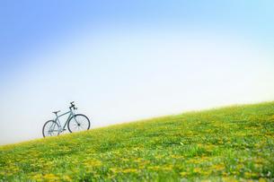 草原と自転車 CGの写真素材 [FYI01969265]