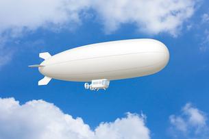 青空と飛行船 CGのイラスト素材 [FYI01969825]