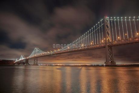 ベイブリッジの夜景 サンフランシスコ アメリカの写真素材 [FYI01973697]