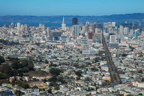 ツインピークスより望むサンフランシスコ市街 アメリカの写真素材 [FYI01974175]