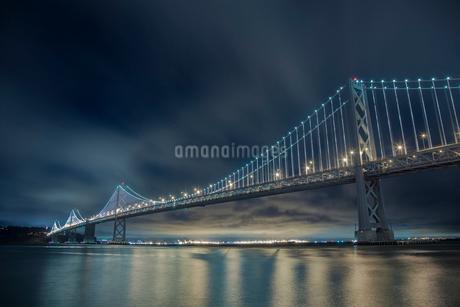 ベイブリッジの夜景 サンフランシスコ アメリカの写真素材 [FYI01975135]