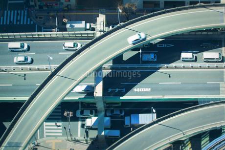 交差する首都高速道路 俯瞰の写真素材 [FYI01975721]