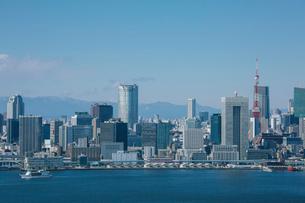 有明から望む東京湾と芝浦周辺のビル群の写真素材 [FYI01976294]
