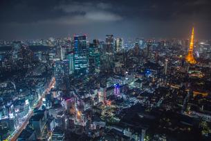 六本木ヒルズより望む六本木3丁目再開発地区と都心の夜景の写真素材 [FYI01976854]