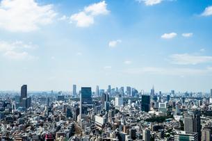 恵比寿駅周辺と渋谷、新宿方面の街並みの写真素材 [FYI01976898]