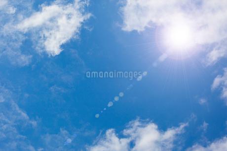 太陽と青空 CGの写真素材 [FYI01978905]
