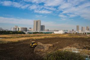 東京オリンピック施設建設現場と豊洲の高層マンションの写真素材 [FYI01979013]