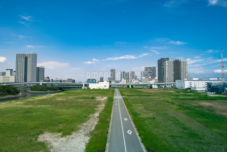 東京オリンピック施設建設予定地と豊洲、東雲周辺のビル群の写真素材 [FYI01979371]